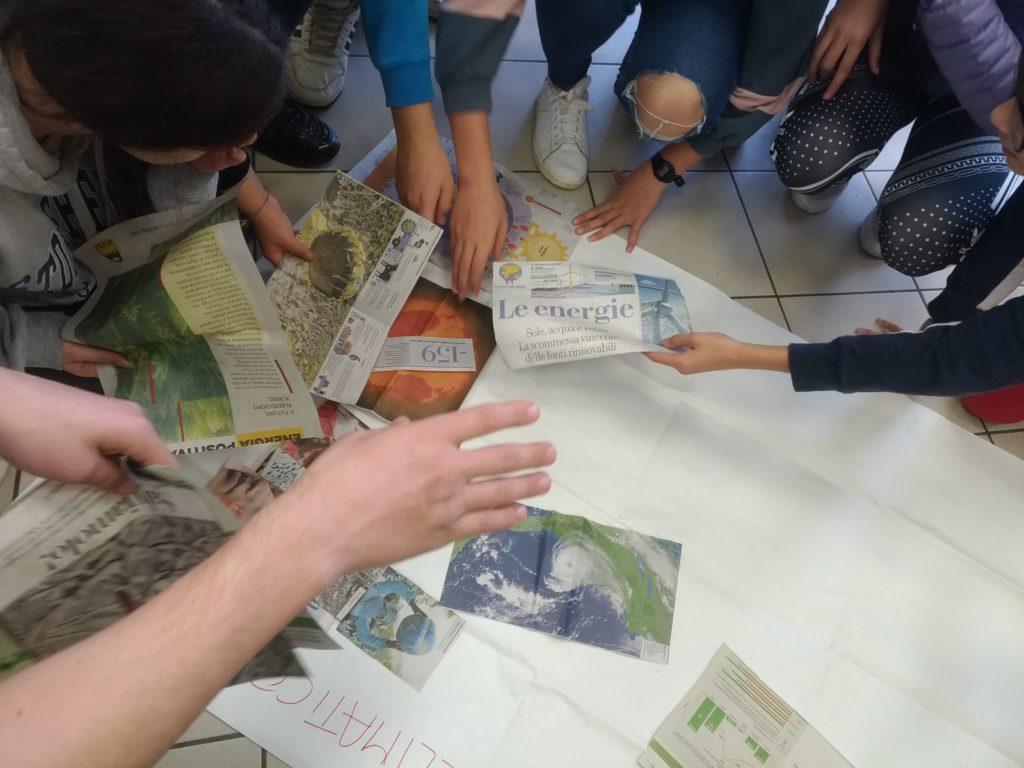 Gli studenti lavorano in gruppo